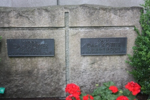 The graves of Hanna and Paul Dahlkotter in the Lippstadt cemetery.